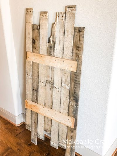 pallet wood wall decor | the supports