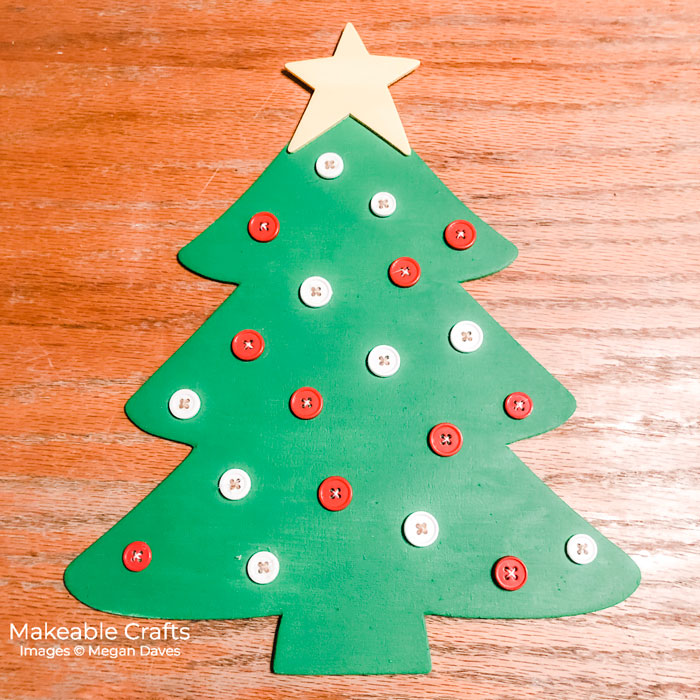 Super cute and budget friendly Christmas canvas wall art - come make your own!