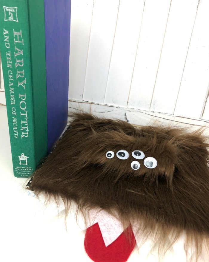Make this adorable Harry Potter monster notebook - we've got the details!