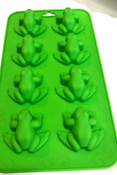 Use this fun chocolate mold to make some easy Harry Potter Chocolate Frogs!