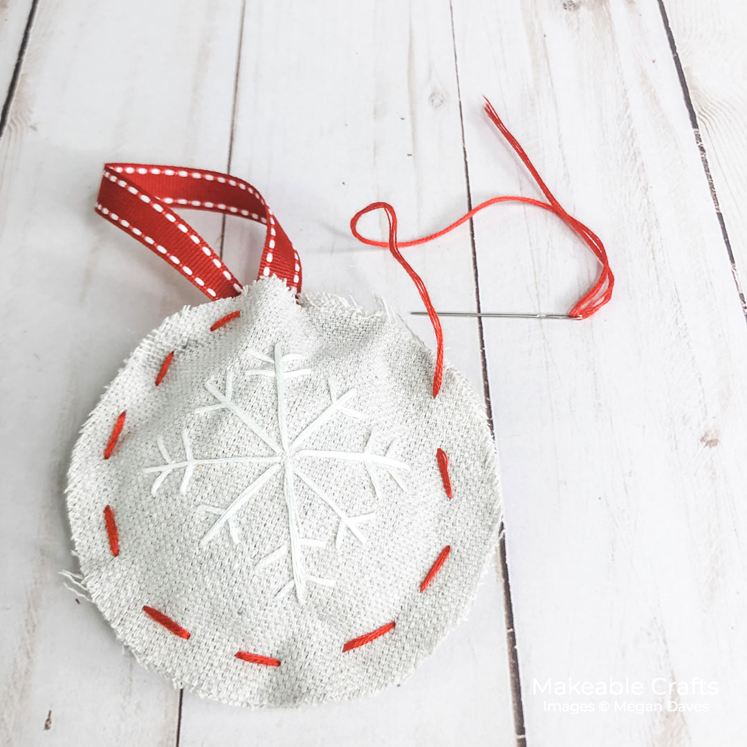 These cute DIY ornaments take no time at all to make - it's never too early for holiday crafts!